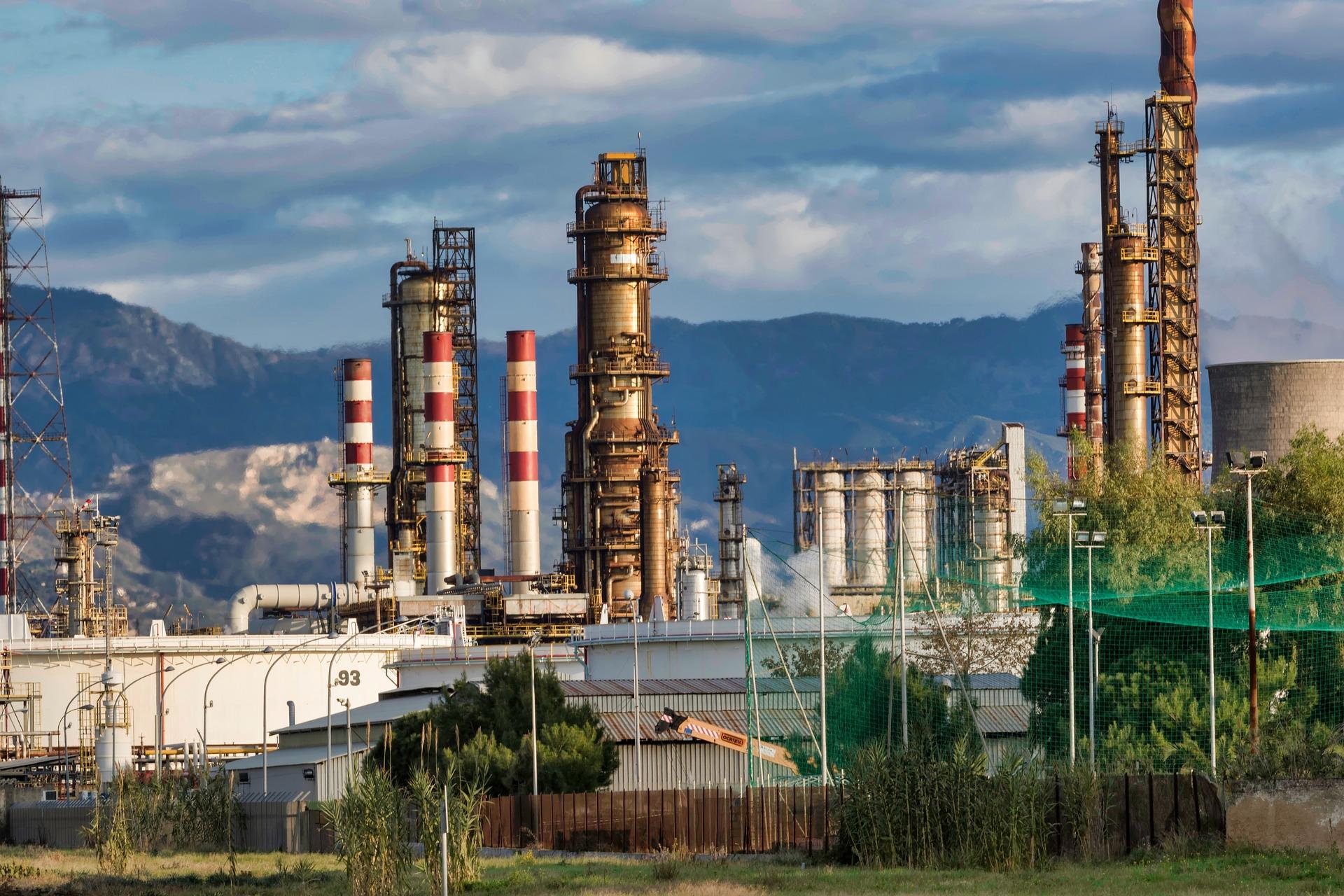 Цена на нефть снижаются из-за усиления пандемии COVID