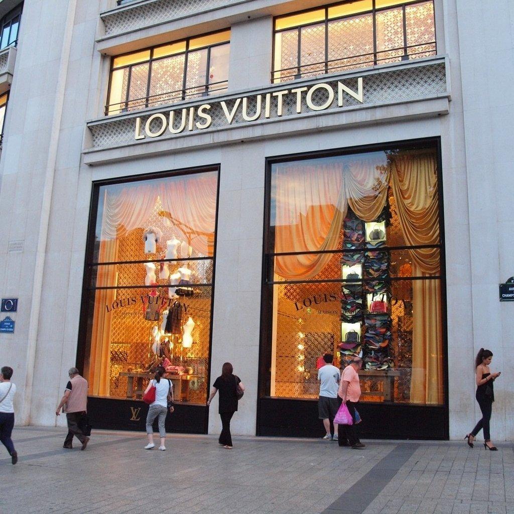 Президент Louis Vuitton возглавил список богатейших людей мира