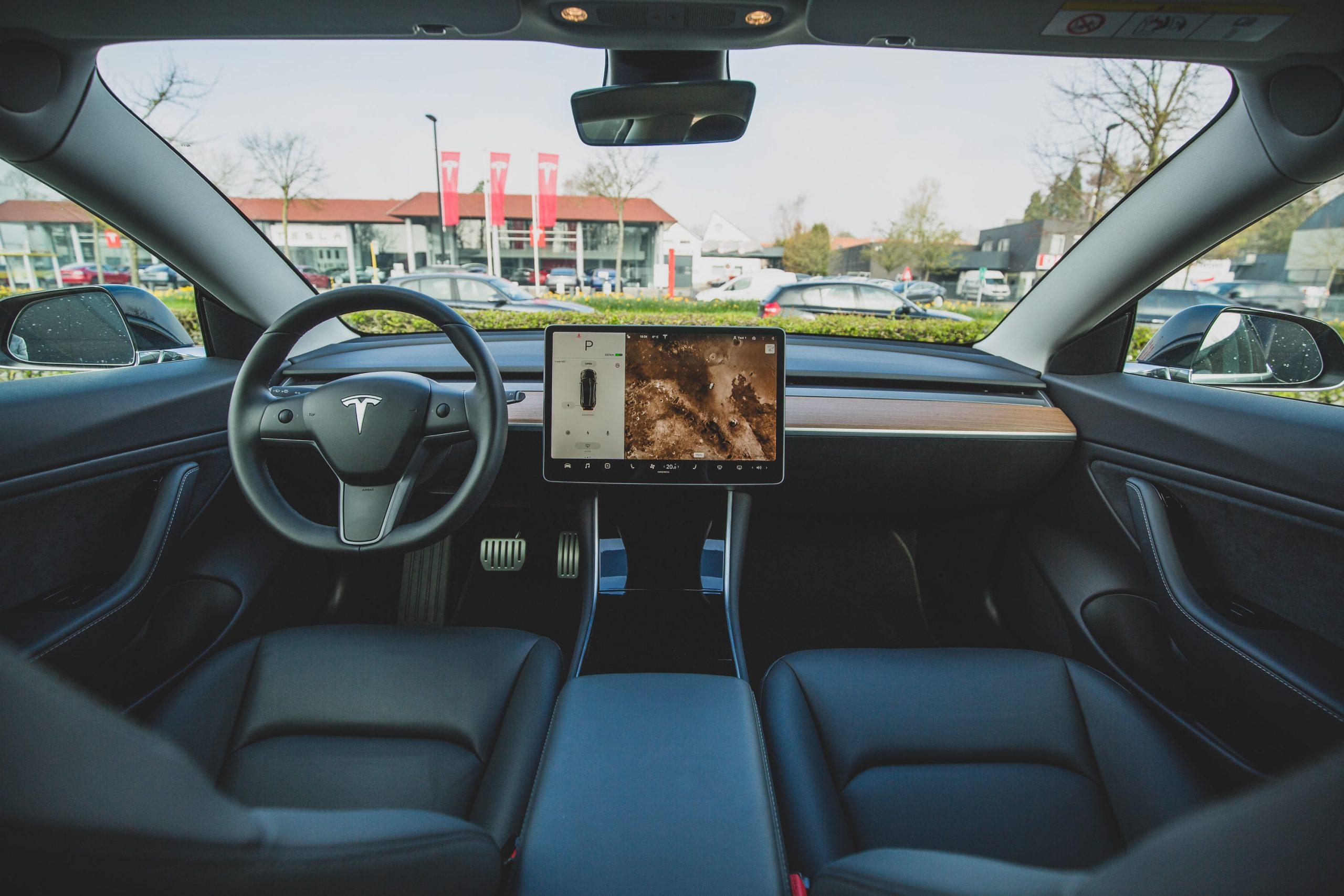 Tesla останавливала производство в Китае из-за дефицита микросхем