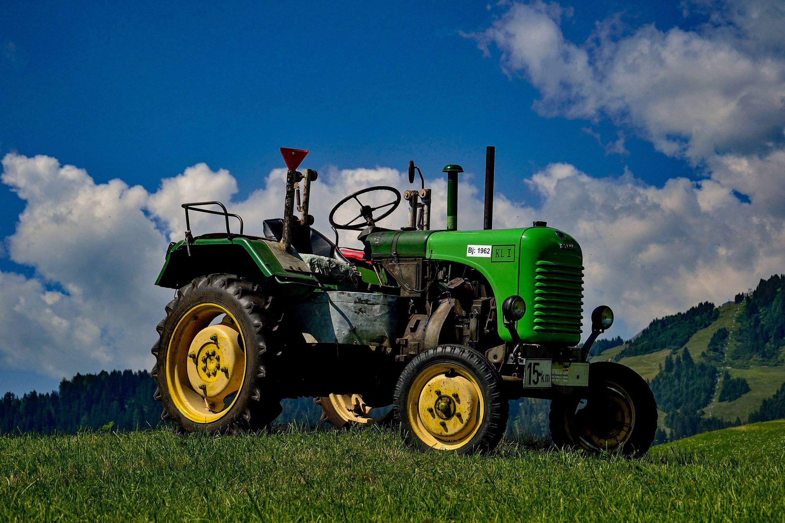 Беларусь поставила в Россию секретные трактора